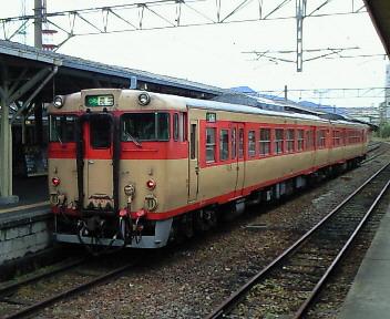 キハ66、6<br />  7国鉄色
